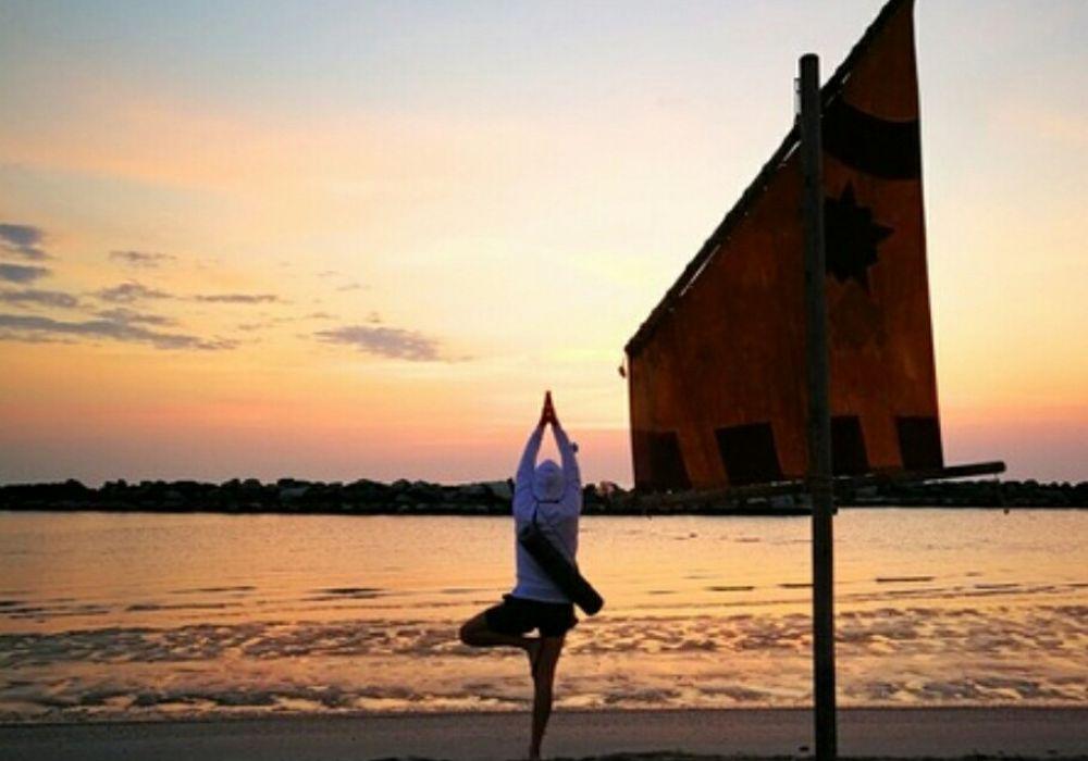 Yoga all'alba