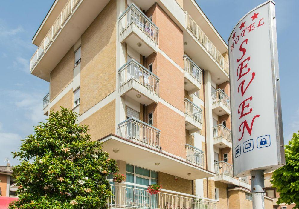Hotel Seven - Torre Pedrera